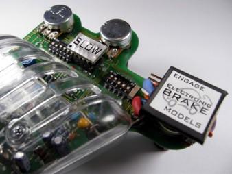 scc-brk � un freno elettronico che pu� essere montato su tutti i pulsanti a  resistenza o elettronici che funzionano con un collegamento a tre fili